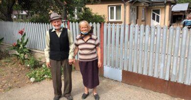 Doi bătrâni înșelați de primarul Sorin Cîrjan